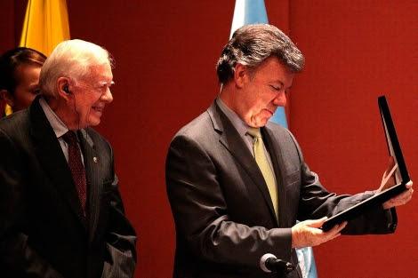 Jimmy Carter junto al presidente Santos.| Mauricio Dueñas | Efe