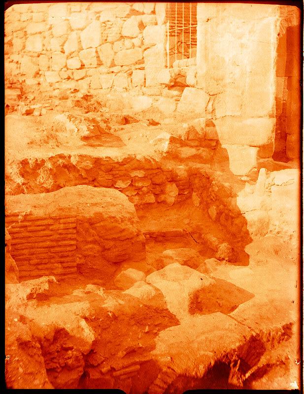 Puerta de Doce Cantos al ser restaurada en 1929. Fotografía de Pedro Román Martínez © Fondo Rodríguez. Archivo Histórico Provincial. Signatura R-143-1-01