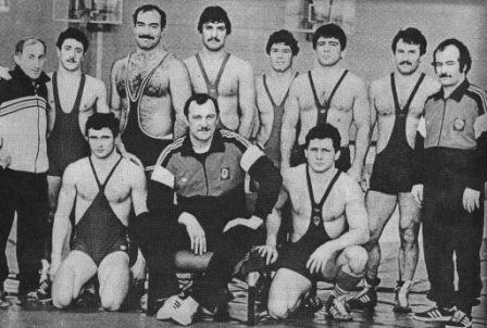 Такой звездной команды, где вместе были бы три заслуженных тренера СССР (Борис Савлохов - слева, Казбек Дедегкаев - справа) и четыре заслуженных мастера спорта СССР (Сослан Андиев - в обоих качествах), не было ни у кого, кроме Осетии.