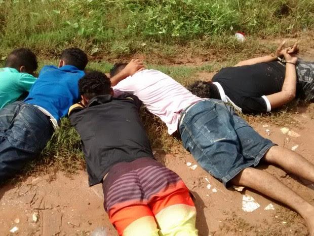 Suspeitos de envolvimento com facção são detidos durante operação (Foto: Divulgação/Polícia Civil)