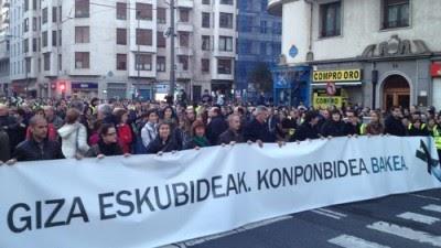 """País Basco: Cem mil pessoas manifestam-se """"pela paz e o acordo"""" em Bilbau"""