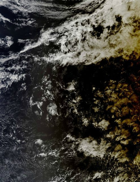 La sombra de la Luna vista el 9 de marzo por el satélite Aqua (NASA/NOAA).