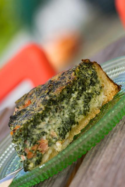 Smoked salmon and spinach quiche. Suitsulõhe-spinatipirukas.