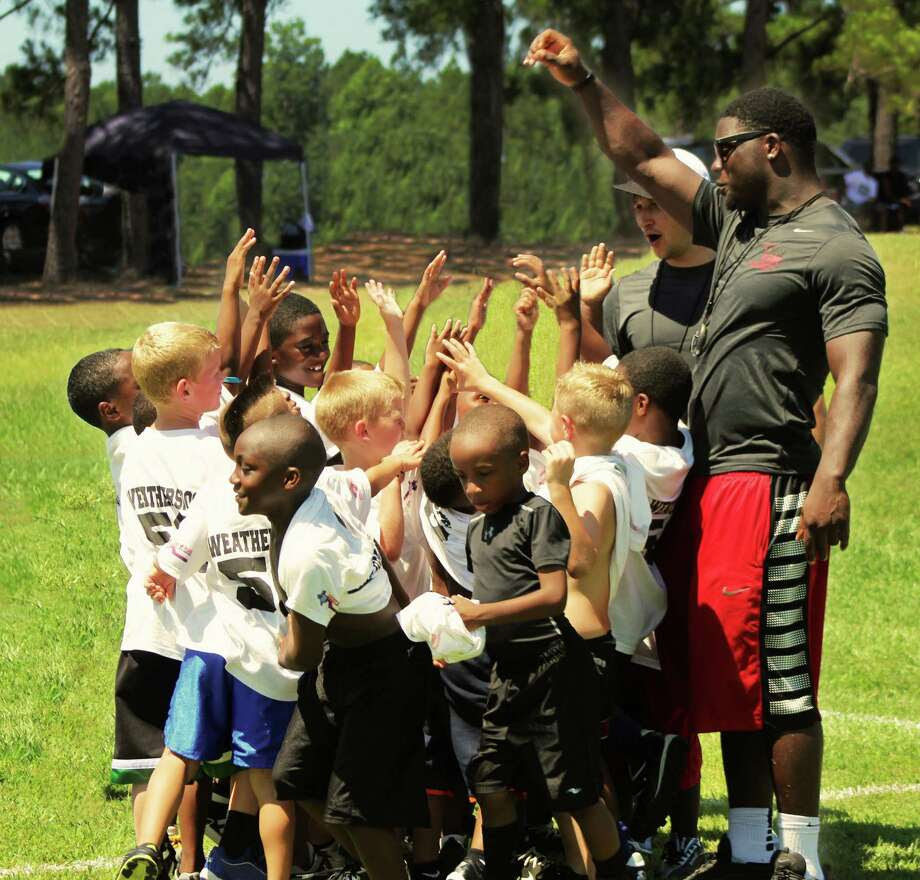 NFL player Sean Weatherspoon and SPOONfuls of Hope Youth Football Camp  Beaumont Enterprise
