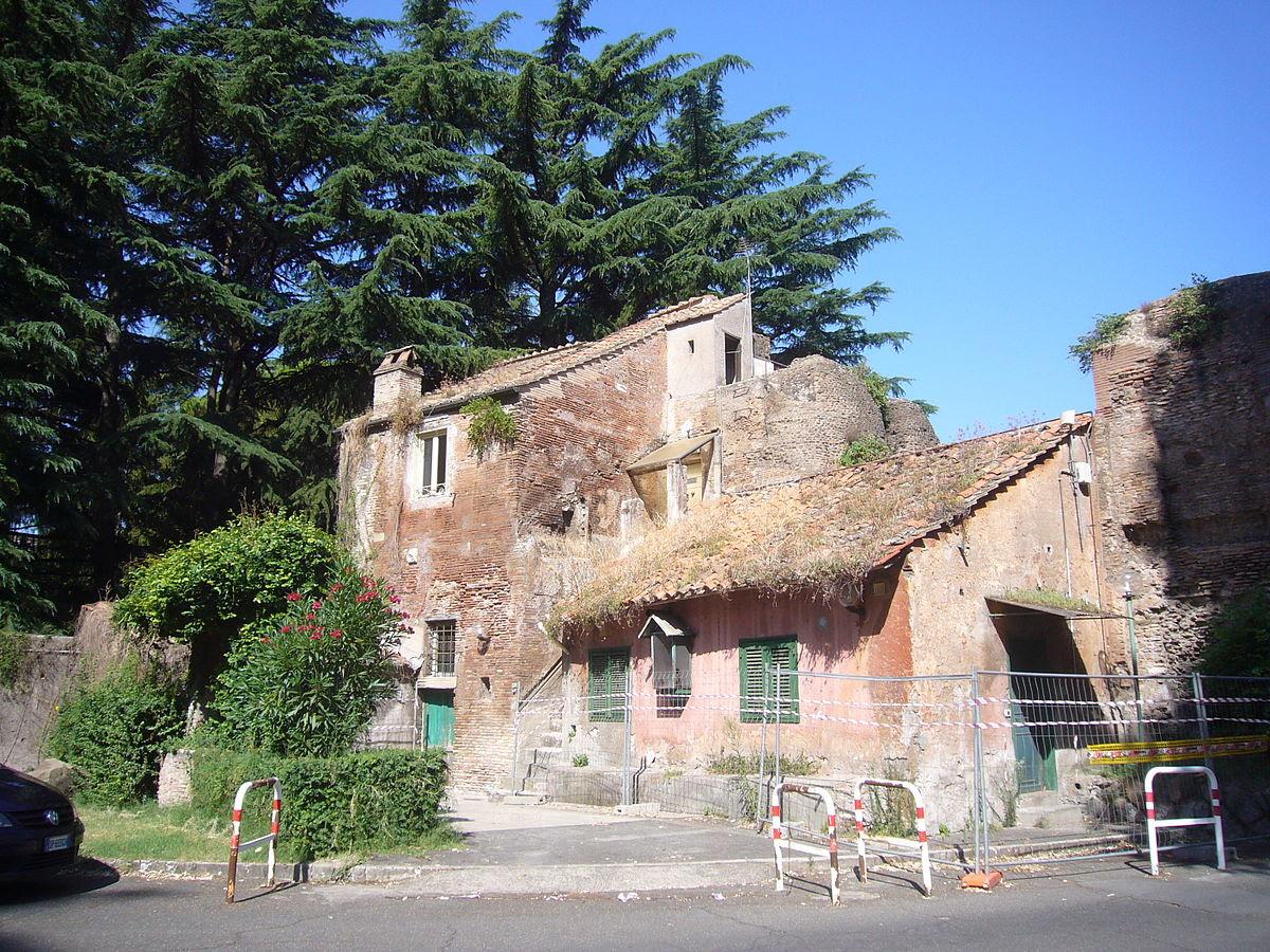 File:Monti - v s Stefano rotondo ospedale britannico casetta medioevale 1270894.JPG
