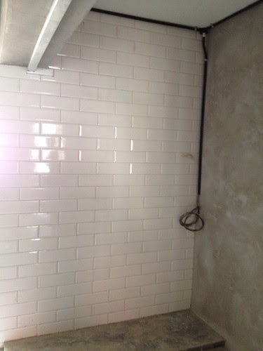 Subway tiles wall completed.