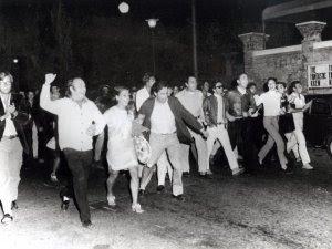 Pier Paolo Pasolini (sesto da sinistra) a Venezia nel '68, Fotoattualità/Agenzia Venezia