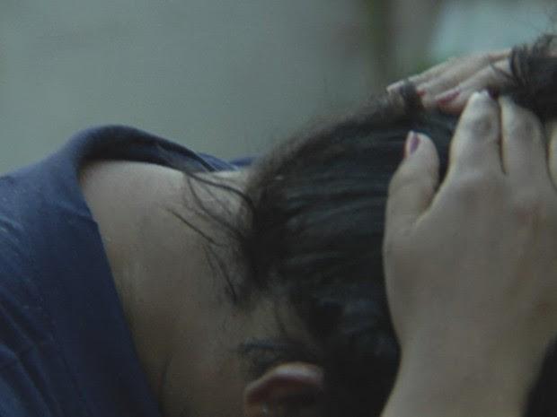 Segundo ela, antes do procedimento tinha cabelo curto e enrolado (Foto: Reprodução/TV TEM)
