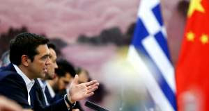 New York Times: Η ΕΕ έσπρωξε την Ελλάδα στην «αγκαλιά» της Κίνας