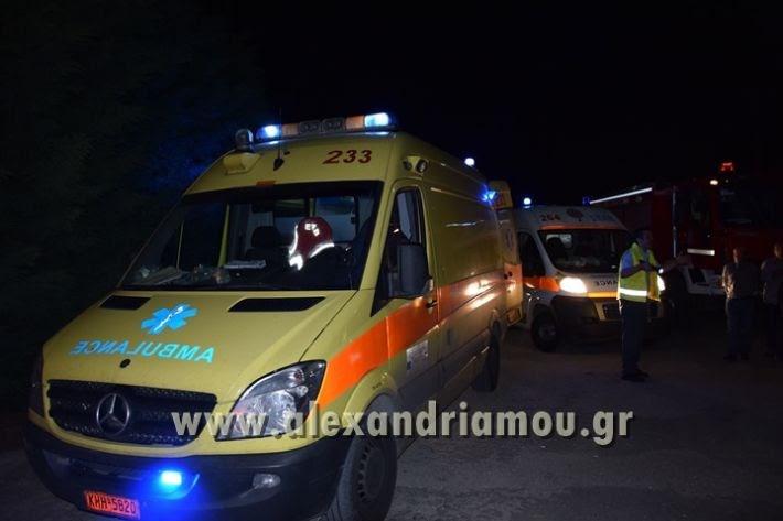 Ασθενοφόρα του ΕΚΑΒ παραλαμβάνουν τραυματίες