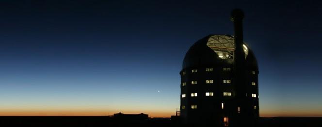 Il telescopio internazionale SALT, Southern African Large Telescope, è il più grande telescopio ottico singolo dell'emisfero sud, con uno specchio composito di 11 metri. Si trova a in Sud Africa, a circa 400 km da Città del Capo. Crediti: SALT
