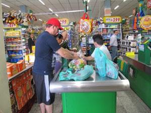 No supermercado Chama, redução no consumo das sacolas foi de 30% (Foto: Juliana Cardilli/G1)