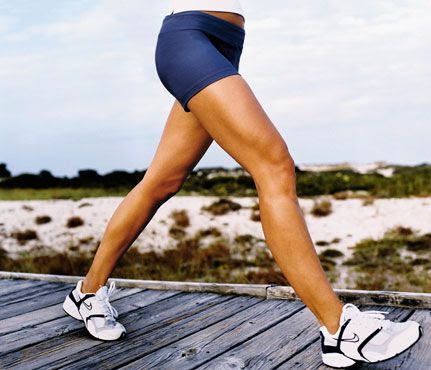 How Many Calories Are You Burning? Walking: When it comes to walking or running, people tend to burn between 80 and 100 calories per mile. Half an hour of walking at a casual, walking-the-dog pace (2.5 mph, or a 24-minute mile) will burn about 97 calories while a brisk 4-mph stroll (15-minute miles) will burn about 161 calories in 30 minutes. #SelfMagazine
