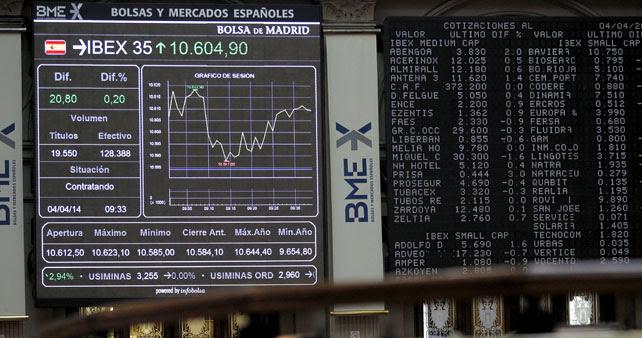 El panel del Ibex 35 en el patio de contratación de la Bolsa de Madrid.