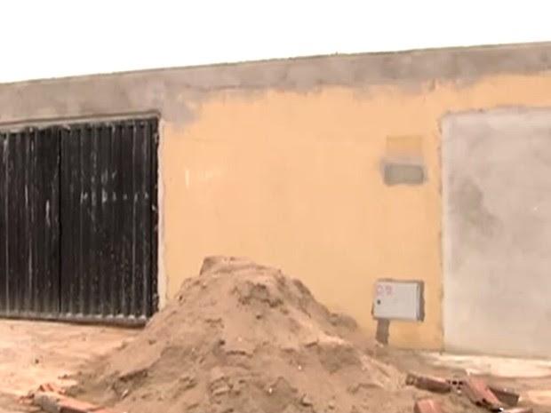 Delegado é baleado dentro de casa em obra em Goiânia, Goiás (Foto: Reprodução/ TV Anhanguera)