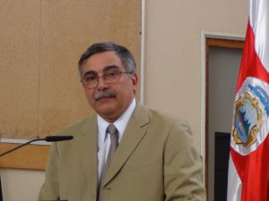 En la imagen el Ministro René Castro. CRH