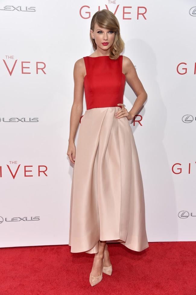 taylor swift vermelho blush Monique Lhuillier vestido de Taylor Swift se veste de vermelho Monique Lhuillier vestido na estreia Doador New York