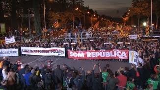 """Imatge de la manifestació de l'11 de novembre per demanar """"Llibertat dels presos polítics"""""""