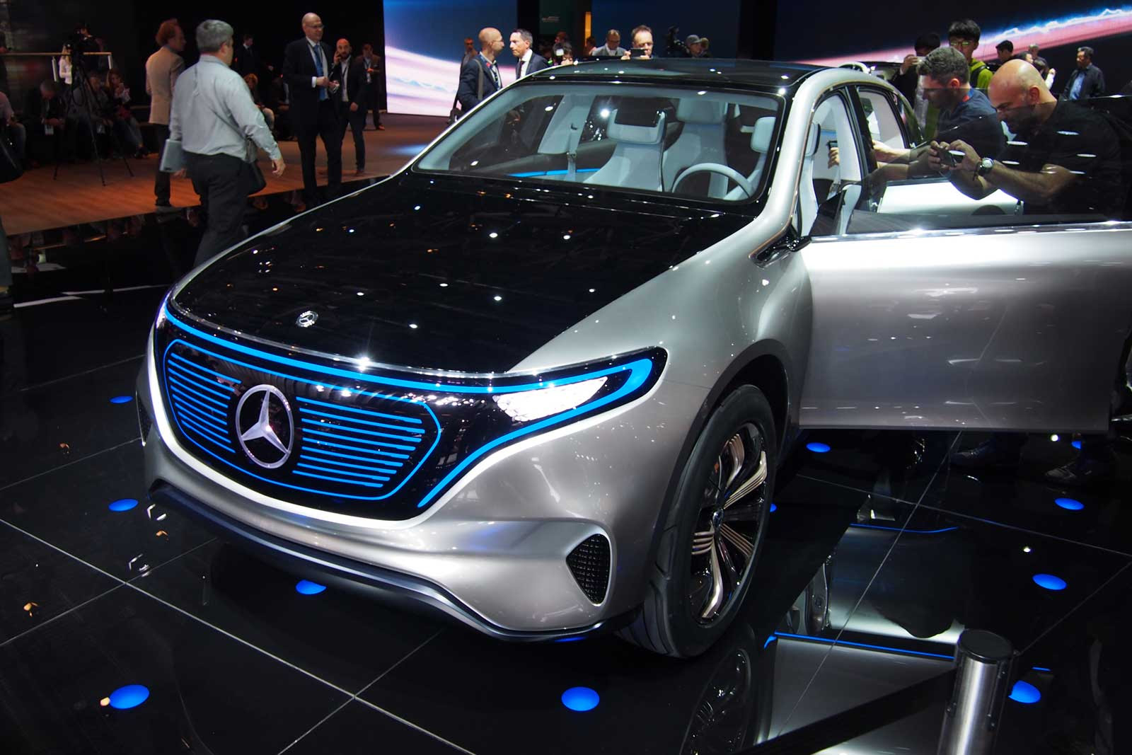 Mercedes-Benz Generation EQ is an All-Electric SUV Concept ...
