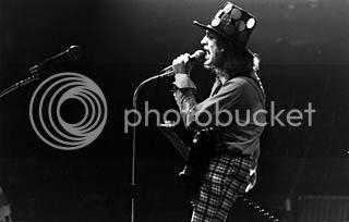 http://i960.photobucket.com/albums/ae86/SladeStory/Slade%20Blog/SladeWembley30101972large_zps32d19875.jpg