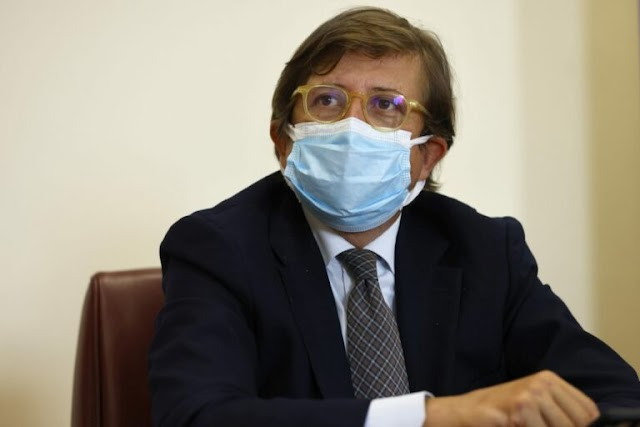 """Vaccino, Sileri """"Verosimile la terza dose per tutti"""""""