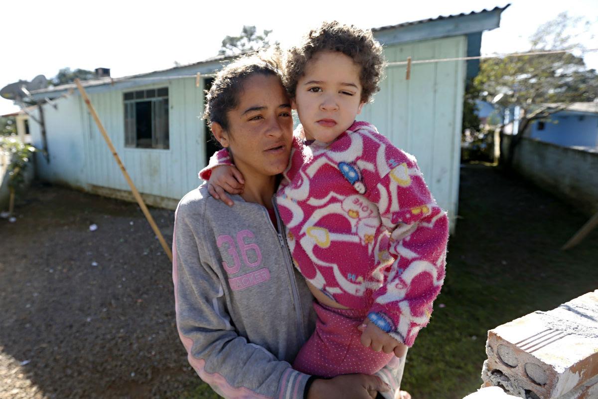 Garota tem sofrido bullying na escola e nas ruas. Foto: Felipe Rosa.