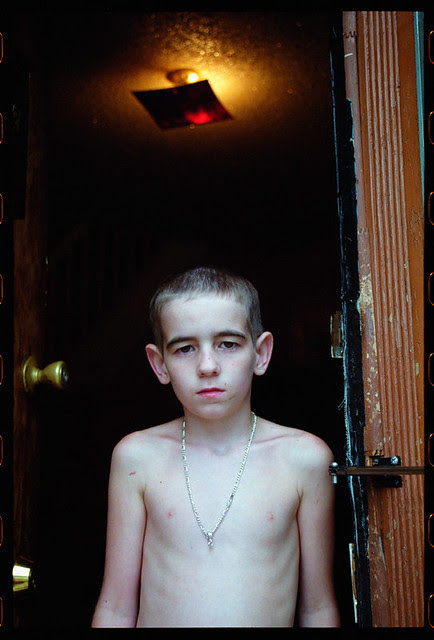 Kid_In_Doorway_052404_08