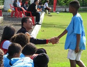 vanderlei luxemburgo flamengo treino crianças (Foto: Janir Júnior / Globoesporte.com)