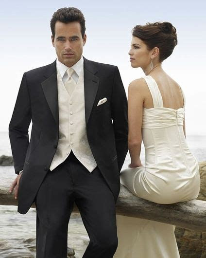groom cream vest   Lovin' the ivory vest and tie with a