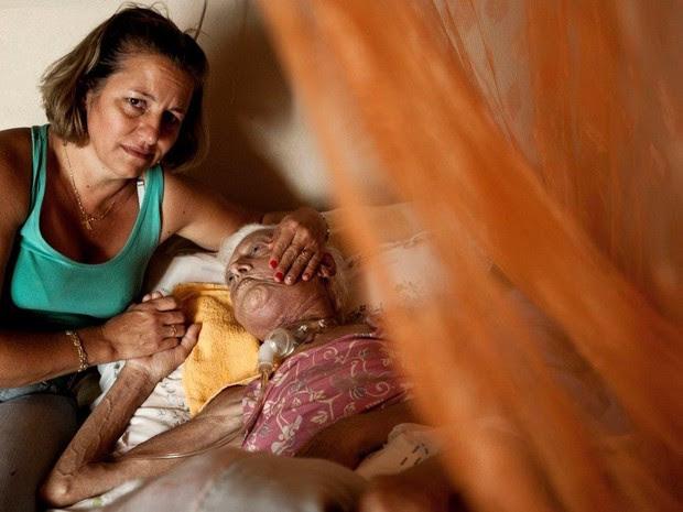 Janete, de 48 anos, disse ter agredido prefeito após pedir atendimento para sua mãe com câncer (Foto: Weber Sian/Jornal A Cidade)