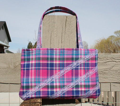 Plaid bag with lace
