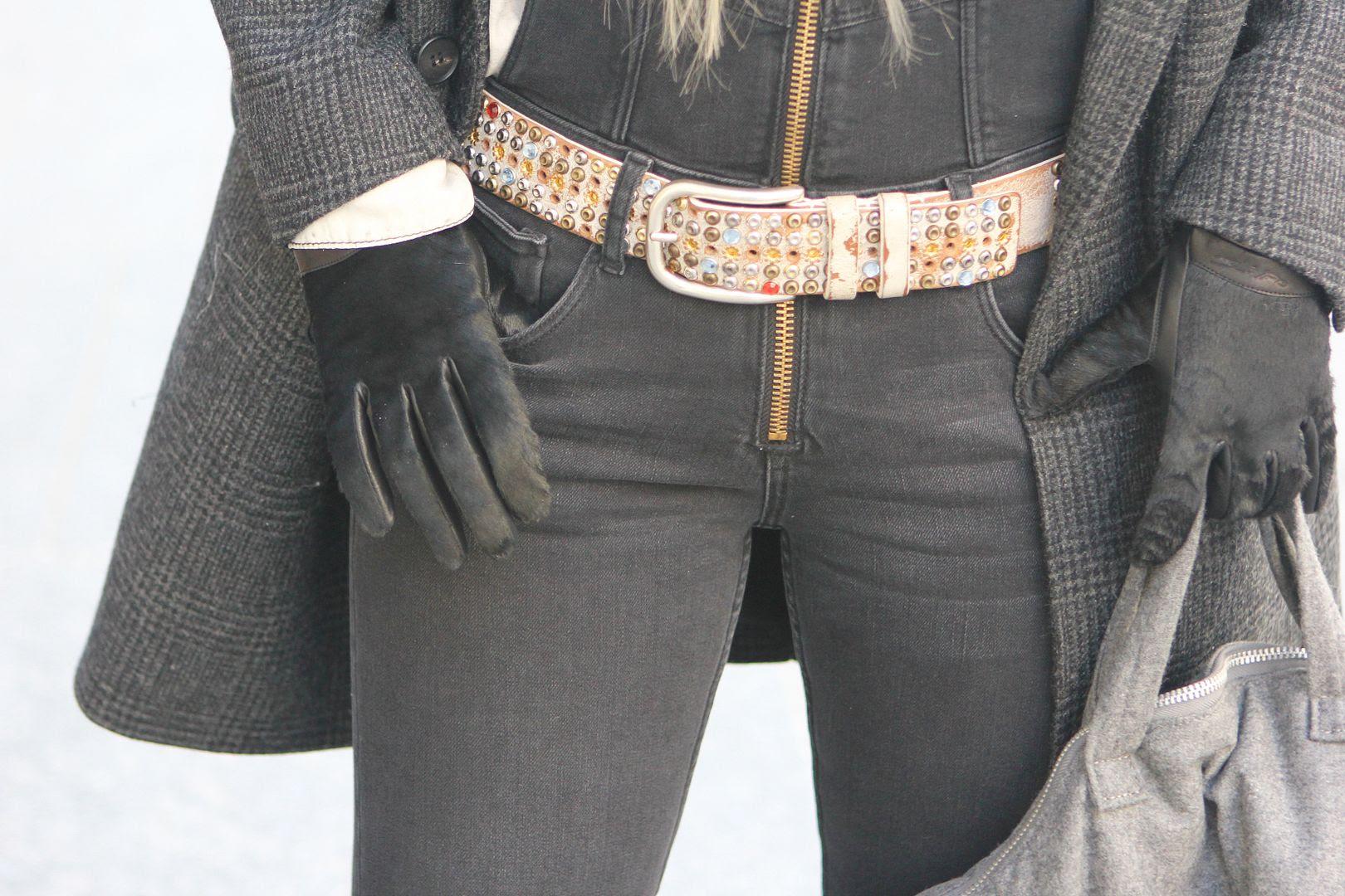 photo isabelmarant-studded-belt-quillandtinegloves.jpg