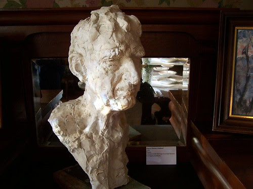 Hubbard Bust by paynehollow