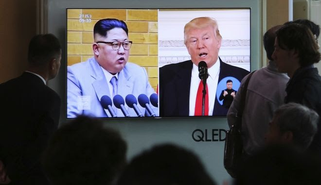 Νοτιοκορεάτες παρακολουθούν ρεπορτάζ για τις τεταμένες σχέσεις ΗΠΑ - Β.Κορέας - Φωτογραφία αρχείου