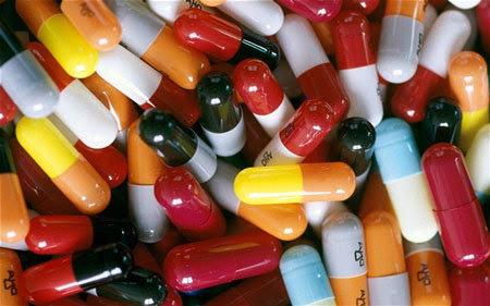 lạm dụng thuốc, kháng sinh, bác sĩ, kê đơn, vi khuẩn, kháng thuốc, thách thức toàn cầu, G8