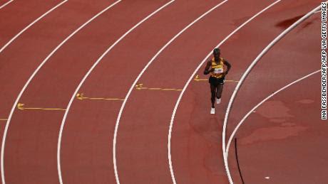 Kissa corrió la mayor parte de la carrera por su cuenta antes de retirarse.