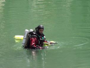 Mergulhador experiente auxiliou bombeiros nas buscas (Foto: Assis Cavalcante/Agência BOM DIA)