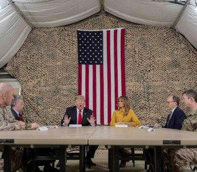 Donald Trump durante una rueda de prensa en Irak.