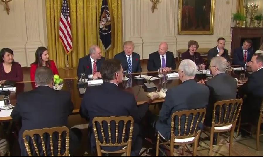 EE.UU: Trump propone recortar ayuda internacional, aumentar defensa