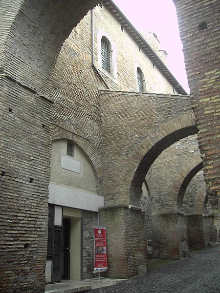 Fil: Celio - Clivo di Scauro - la Casa Romana ingresso 1765.JPG
