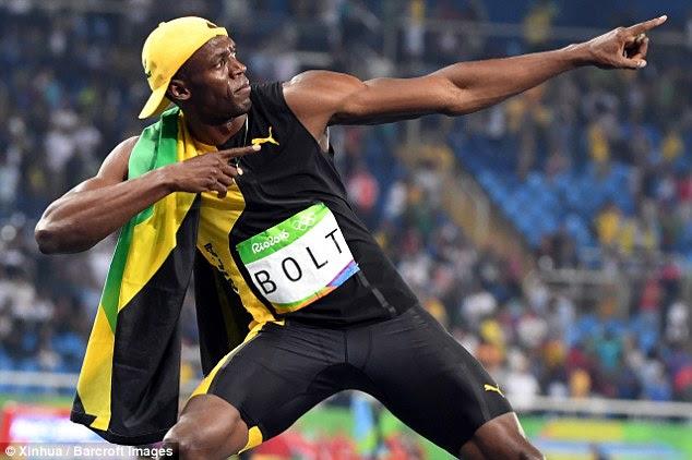 Campeão!  da Jamaica Bolt, 27, tornou-se o primeiro atleta a conquistar três títulos olímpicos 100m, batendo-americano Justin Gatlin ao ouro