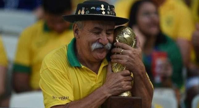 «Έφυγε» ο… μεγαλύτερος οπαδός της Βραζιλίας (pics)