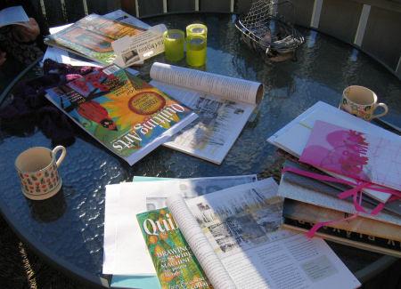 discussing ideas :: mange ideer på bordet