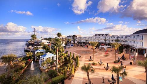 Hotels & Vacation Rentals Near Kemah Boardwalk, Houston ...