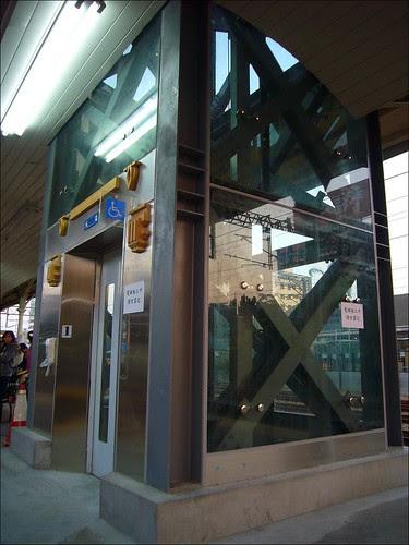 台中站電梯