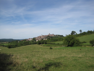 Vézelay dans le lointain