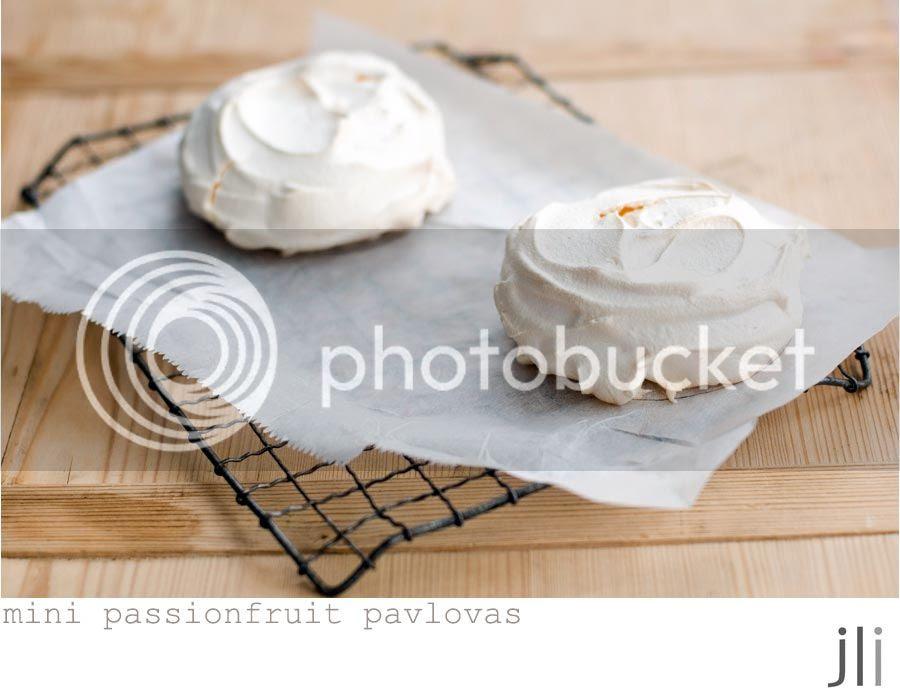 passionfruit pavlova