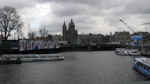Ancoradouro dos barcos usados nos passeios turísticos pelos canais.