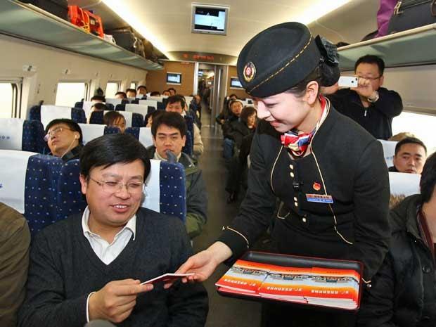 Resultado de imagem para interior do trem na china