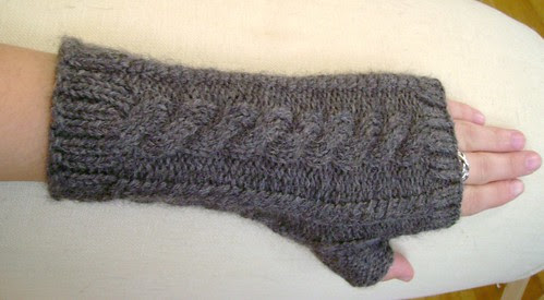 cabled armwarmers
